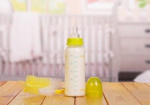 Babyfläschchen gründlich reinigen - so geht's