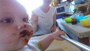 Baby jeden Tag füttern