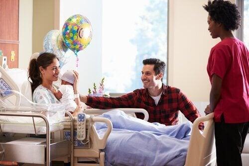 8 Tipps, wenn du ein Neugeborenes im Krankenhaus besuchst