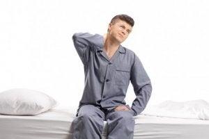 Jugendlicher hat Juvenile idiopathische Arthritis