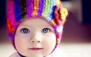 Baby hat schöne Augenfarbe