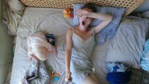jeden Tag ein Baby zu pflegen ist anstrengend