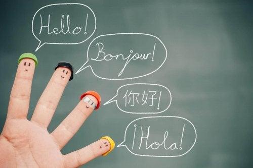 Kinder sprechen mehrere Sprachen.