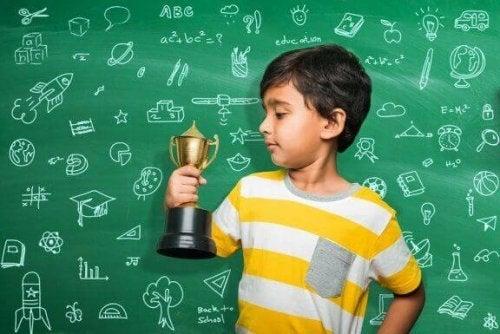 Belohnungen und Bestrafungen für Schulnoten