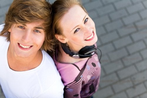 Wenn Jugendliche sich erstmalig verlieben ist der Erhalt der Kommunikation wichtig