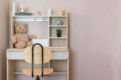 Ein bequemer Stuhl ist das A und O im Studierzimmer deiner Kinder