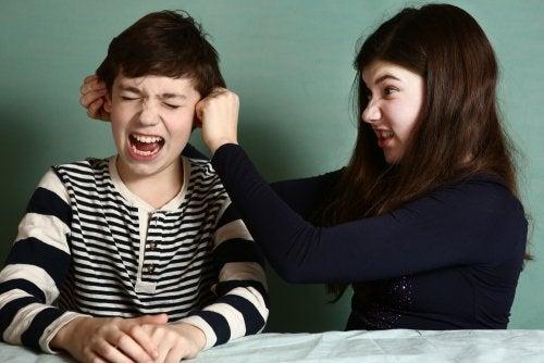 Was tun bei Geschwisterstreit? Nützliche Tipps