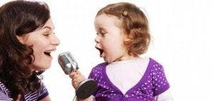 Singen entspannt auch die Mutter!