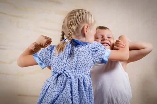Trenne deine Kinder, wenn sie im Streit handgreiflich werden