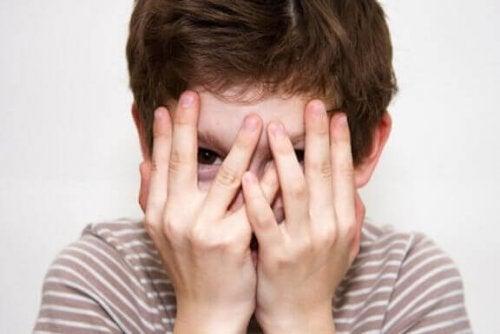 Wenn die Schüchternheit extrem ist, kann dies ein Problem darstellen