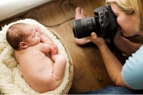 Ist es möglich, dass ein drei Monate altes Baby erblindet, wenn es mit Blitz fotografiert wird?