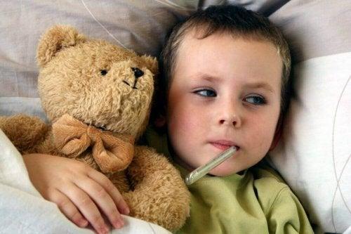 Kind hat eine Lungenentzündung.