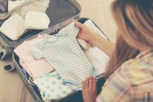 Babykleidung fúr die Kliniktasche