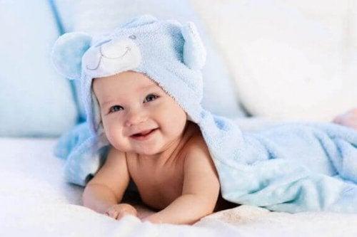 Wickeltisch und Wickelauflage für dein Baby: So wählst du richtig
