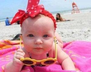 Baby mit Kurzsichtigkeit