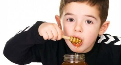 Warum Honig für Babys gefährlich ist