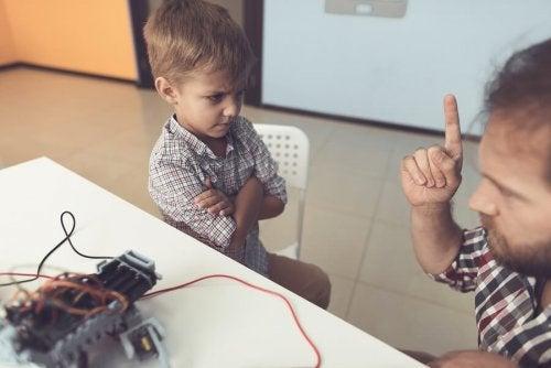 Wenn Kinder ihre Eltern ignorieren oder misshandeln