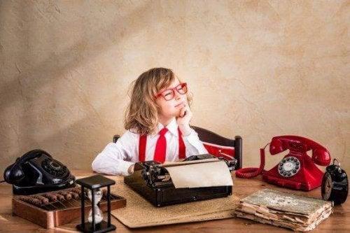 Kleine Schriftsteller: 12 Strategien, um Kinder zum Schreiben zu motivieren