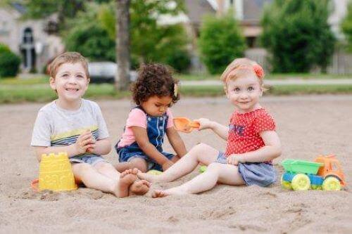 Es gibt verschiedene Möglichkeiten, um Kindern soziale Kompetenzen zu vermitteln