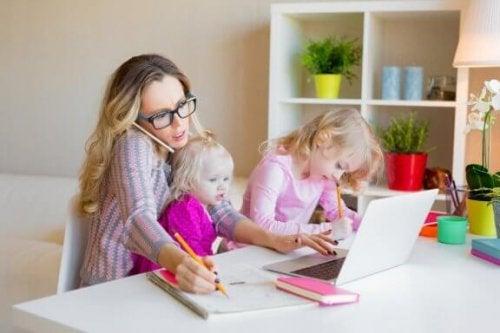 Alleinerziehende Eltern: So reduzierst du Stress