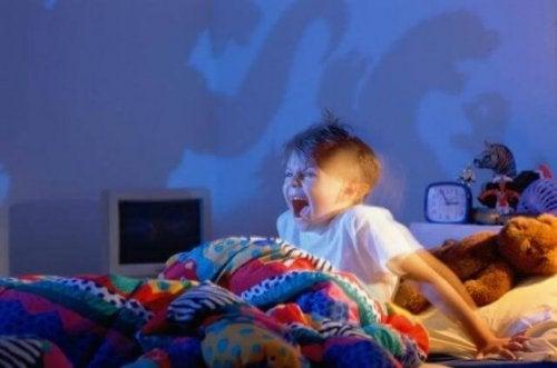 Wenn Kinder Albträume haben, gibt es einige Dinge die du tun kannst, um die Kleinen zu beruhigen