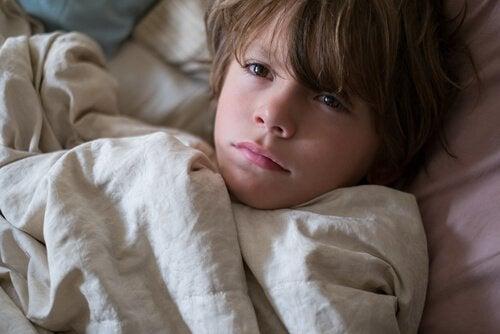 Wenn Kinder Albträume haben, kann dies verschiedene Ursachen haben