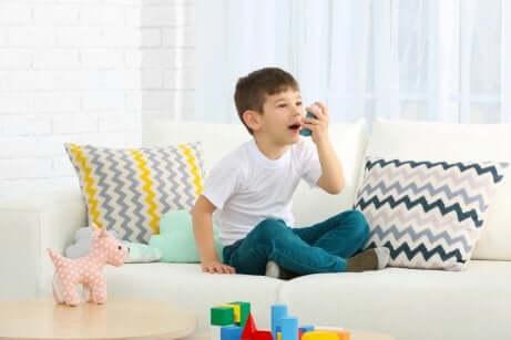 Junge mit Asthma