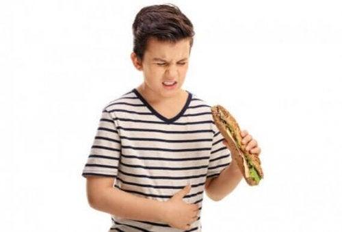 Verdauungsstörungen bei Kindern können sauren Rückfluss begünstigen