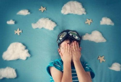 Obwohl Kinder die Idee, woanders zu übernachten, lieben können, läuft dies dennoch nicht immer rund