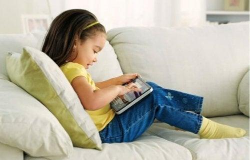 Suche nach einer altersgemäßen Aktivität, um einen bewegungsarmen Lebensstil bei deinen Kindern zu verhindern