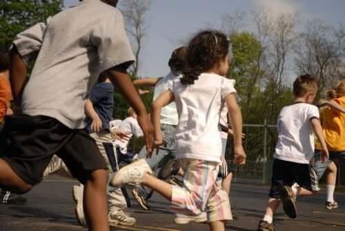 Schule: Ist ein Pausenverbot für Kinder zulässig?