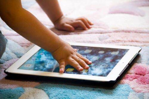 8 Apps, um den Wortschatz deines Kindes zu erweitern