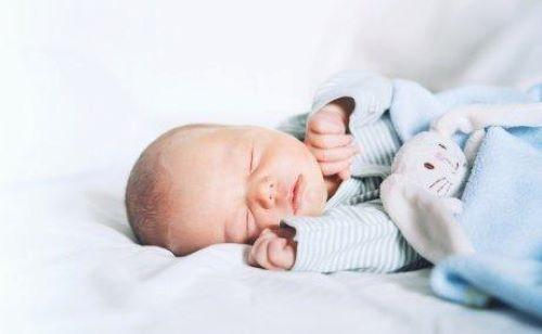 ganze Nacht - Neugeborenes