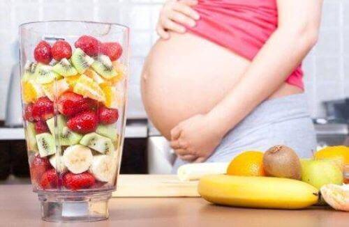 Nüsse sind ein idealer Bestandteil der Ernährung während der Schwangerschaft. Denn trotz ihrer geringen Größe haben sie einen hohen Nährwert.