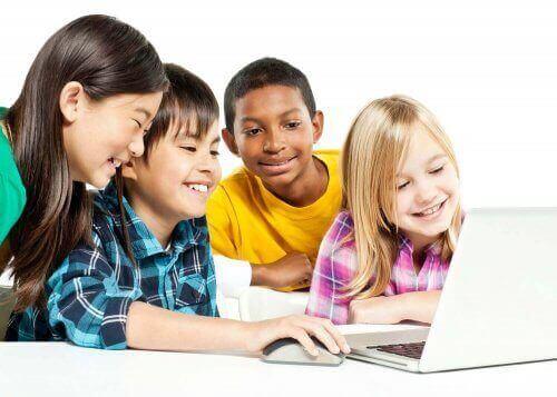 Neue Klassenzimmertechnologien bedeuten nicht, dass alles in die Hände von Tablets und Computern gegeben wird