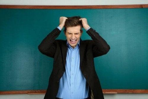 Einige Pädagogen mögen keine Kinder oder tolerieren ihr Verhalten nicht