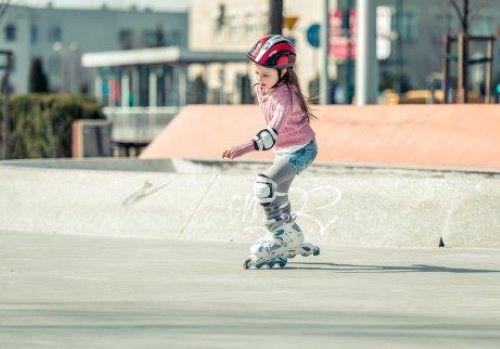 Wenn du deinen Kindern das Inline-Skaten beibringen möchtest, solltest du vorab einige Dinge beachten