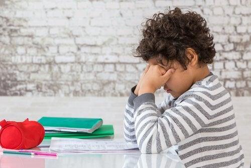 Kinder, die sich nicht richtig ausruhen können, leiden aufgrund ihres Ungleichgewichts unter emotionalen Problemen.