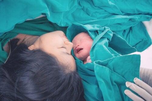 Wie du siehst, sprechen nicht viele Menschen darüber, wie sich Babys während der Geburt fühlen, als hätten sie dabei nur eine passive Rolle.