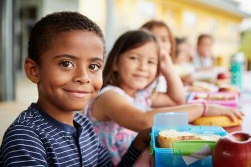 Die Interaktionen zwischen Schülern im schulischen Umfeld