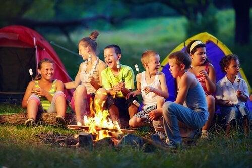 Sommerferien - Kinder im Zeltlager