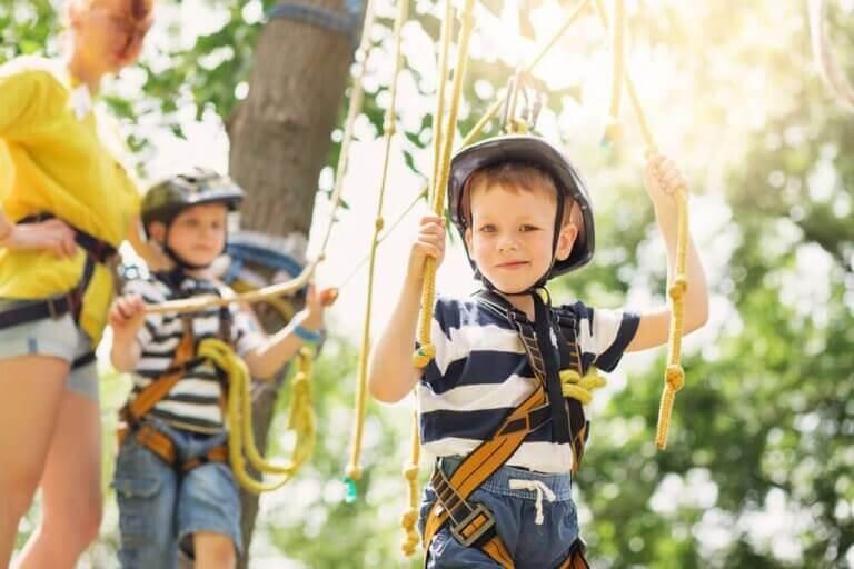 Sommerferien - Kinder im Kletterpark