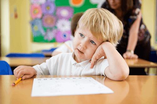Unterricht - unaufmerksames Kind