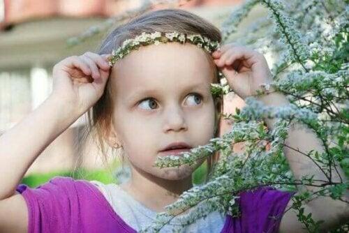 Ein weiteres Element, das zu berücksichtigen ist, ist die Größe der Blumen, die du für die Blumenstirnbänder benötigst.