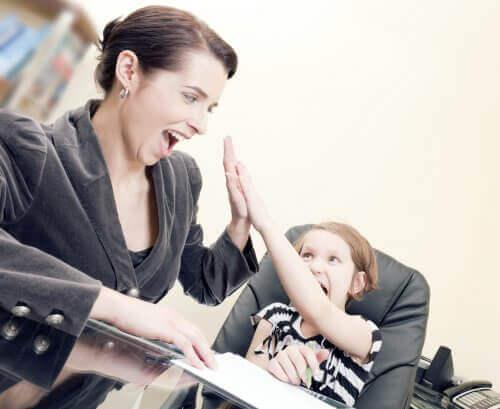 Drücke aus, wie stolz du auf ihre Leistungen bist und vermeide negative Kommentare deinen Kindern gegenüber.