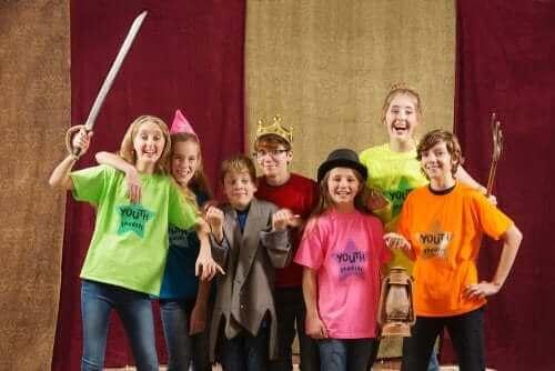 Improvisationstheater - Kinder auf der Bühne