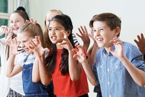 Theater - schauspielernde Kinder