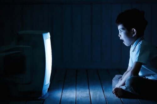 Welche Auswirkungen hat übermäßige Bildschirmzeit auf unsere Kinder?