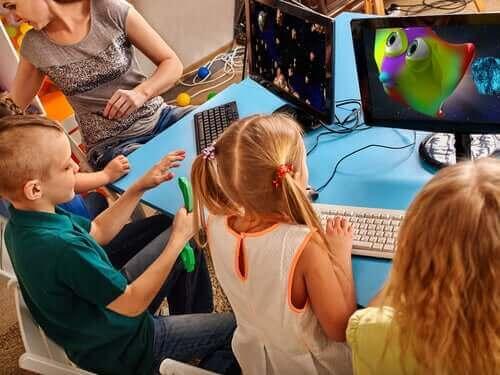 Kreativität - Kinder vor Computern