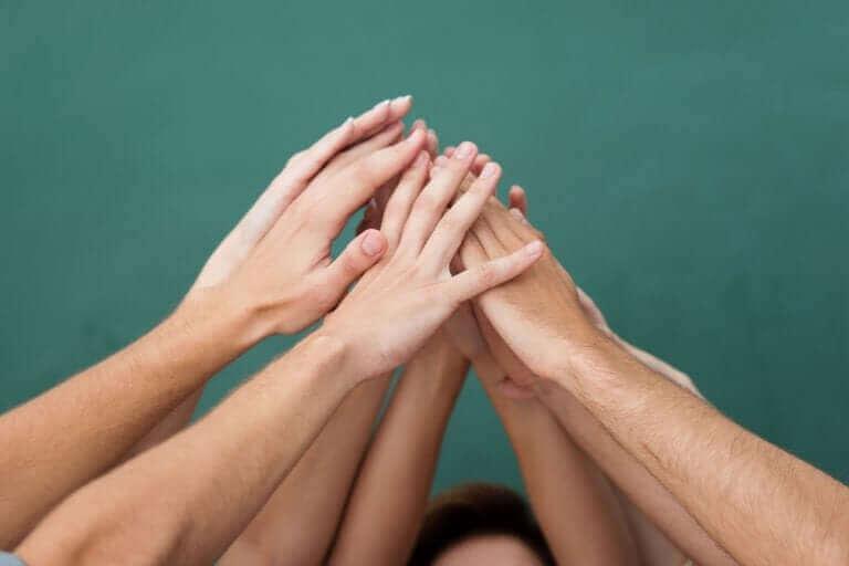Gruppendynamik - viele Hände